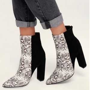 New without tags snakeskin boots
